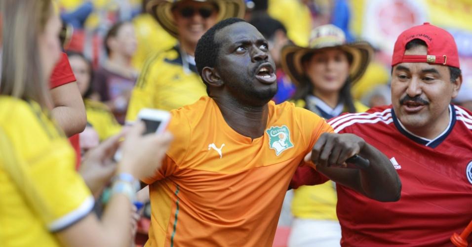 Torcedor da Costa do Marfim também marca presença no Mané Garrincha em jogo contra a Colômbia