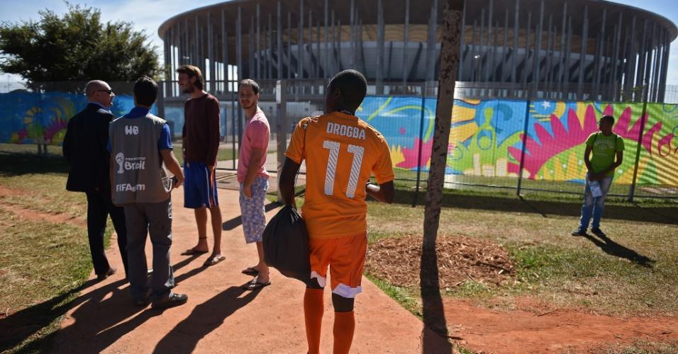 Torcedor da Costa do Marfim também marca presença no Mané Garrincha para a partida contra a Colômbia