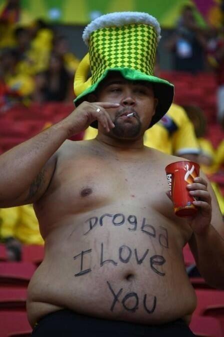 Torcedor faz 'declaração' para Drogba no estádio
