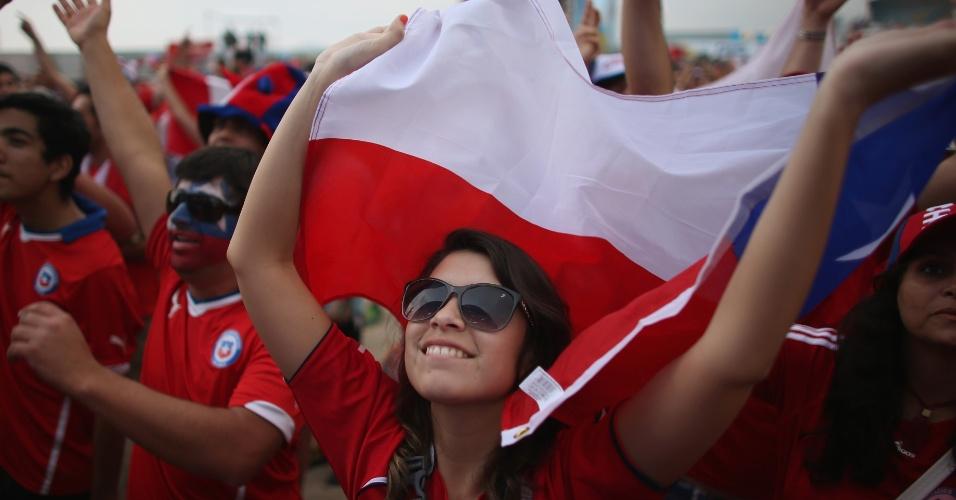 Torcedora do Chile curte a Fan Fest em Copacabana