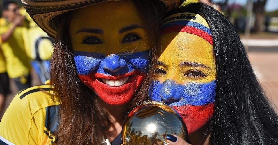 Torcedoras colombianas mostram otimismo durante a chegada ao Mané Garrincha