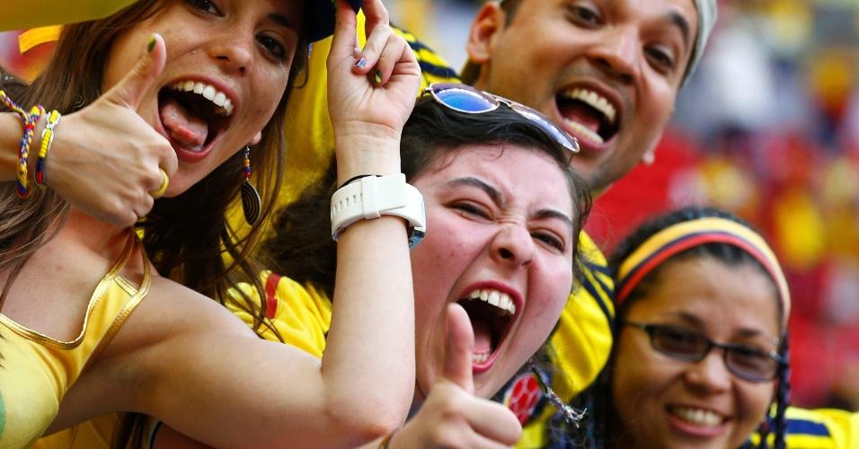 Torcedores colombianos esbanjam animação para a partida contra a Costa do Marfim