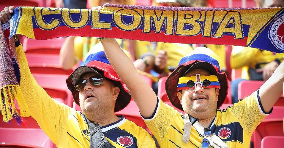 Torcedores da Colômbia fazem festa no estádio Mané Garrincha antes do jogo contra a Costa do Marfim