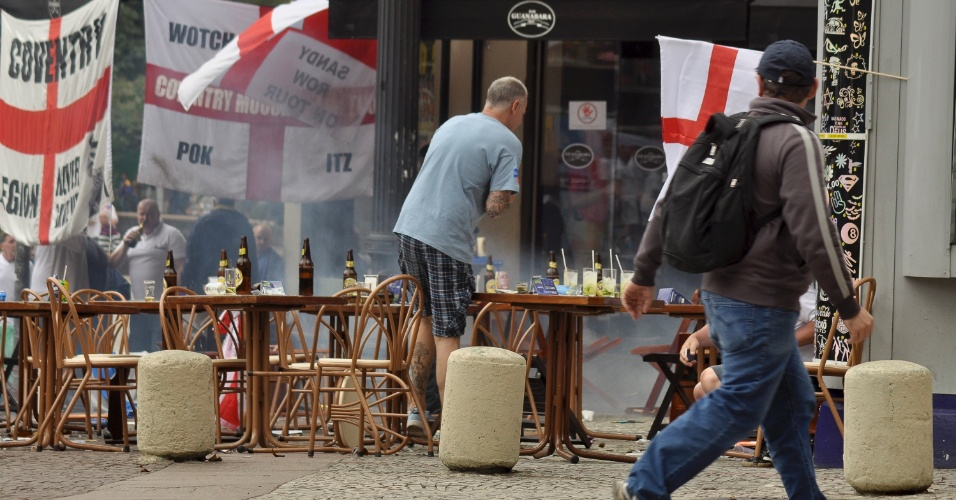 Torcedores ingleses são agredidos por bomba no centro de SP