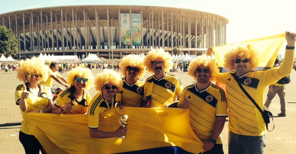 Torcida da Colômbia é maioria na chegada ao estádio Mané Garrincha para o jogo contra a Costa do Marfim