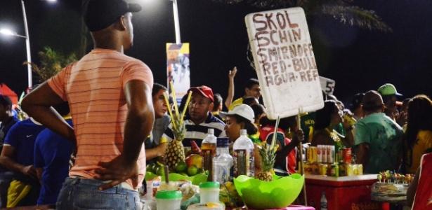 Vendedor ambulante atua nas imediações da Fan Fest, em Salvador