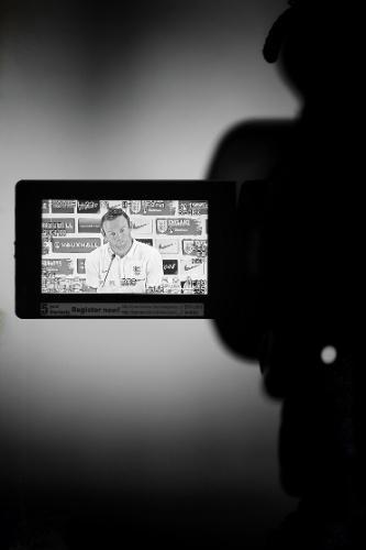 Wayne Rooney aparece no visor de uma câmera de TV