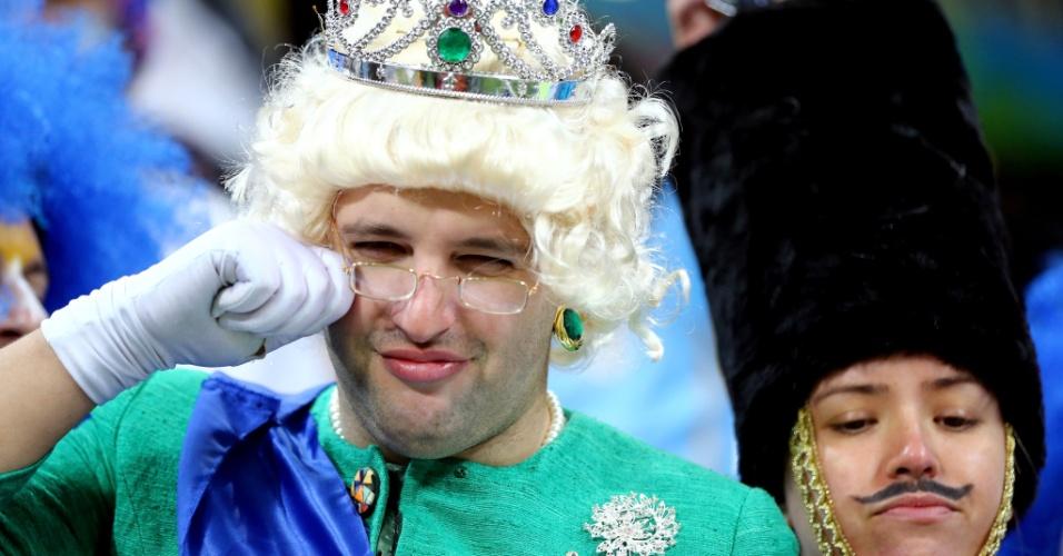 19.jun.2014 - Deus salve a Rainha, ainda mais depois de ver a Inglaterra ficar com chances reduzidas de avançar para as oitavas de final