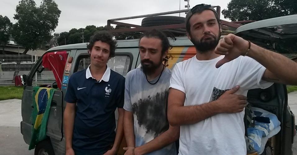 20.jun.2014 - O francês Ruben Henry veio ao Brasil com amigos chilenos e reclamou da falta de banheiros