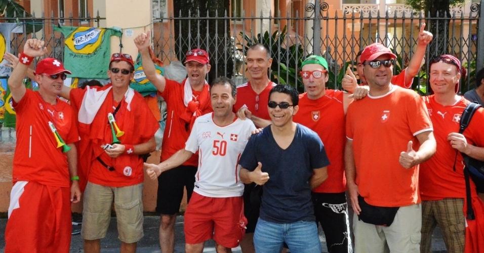 20.jun.2014 - Torcedores suíços ocupam ruas de Salvador antes de jogo contra a França
