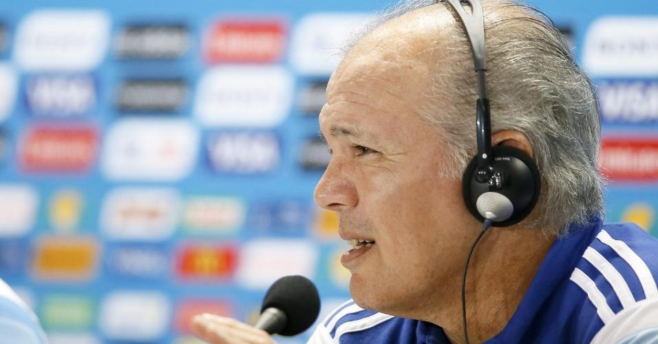 Alejandro Sabella, técnico da Argentina, conversa com os jornalistas nesta sexta-feira
