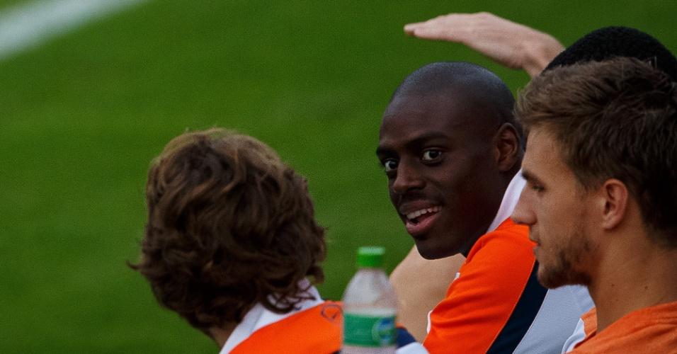 Após sofrer pancada e desmaiar durante jogo contra a Austrália, Bruno Martins Indi volta aos treinos com a delegação holandesa