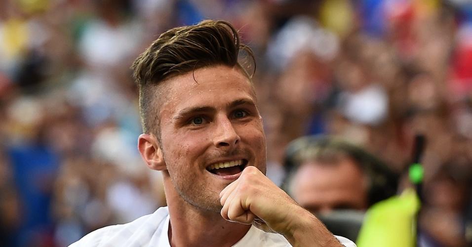 Atacante Giroud comemora o primeiro gol da França contra a Suíça, na Fonte Nova