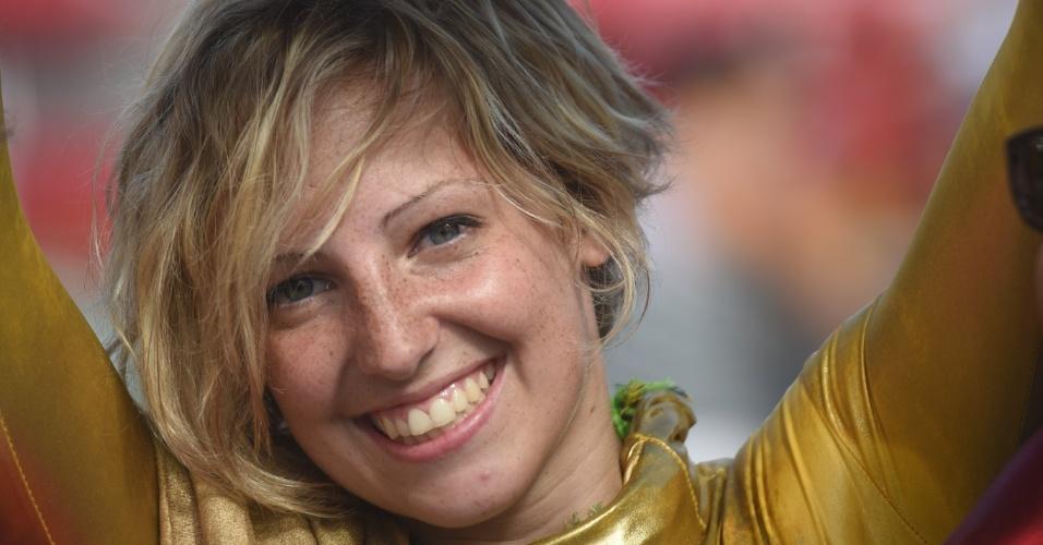 Bela torcedora comparece à Fonte Nova para ver Suíça e França