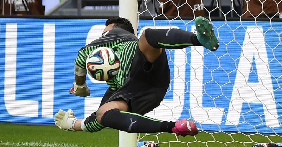 Benaglio até conseguiu defender um pênalti no primeiro tempo, mas não impediu que a Suíça fosse goleada por 5 a 2 pela França
