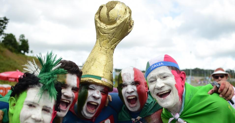Com rosto pintado, italianos se mostram animados para a partida contra a Costa Rica