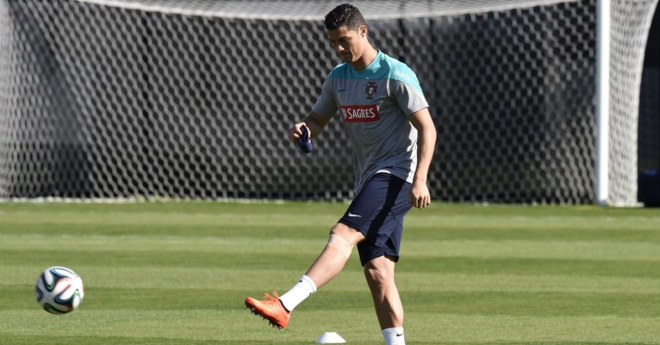 Cristiano Ronaldo, mais uma vez, treina com proteção no joelho; seleção de Portugal faz atividades em Campinas para o jogo de domingo contra os Estados Unidos