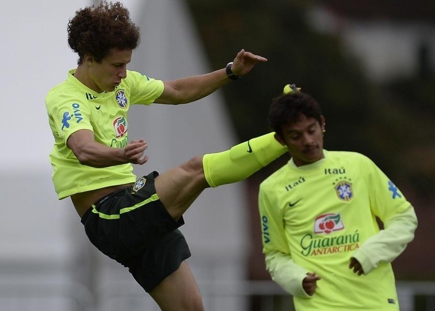 David Luiz voa no treinamento da seleção brasileira na Granja Comary