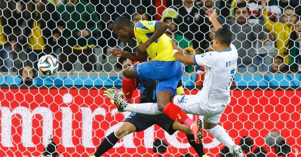 Enner Valencia desperdiça mais uma chance para a seleção do Equador
