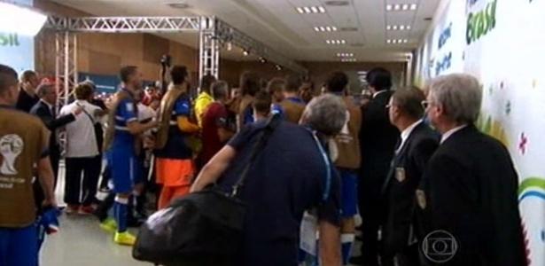 Italianos e costarriquenho se estranham na saída para o intervalo na Arena Pernambuco