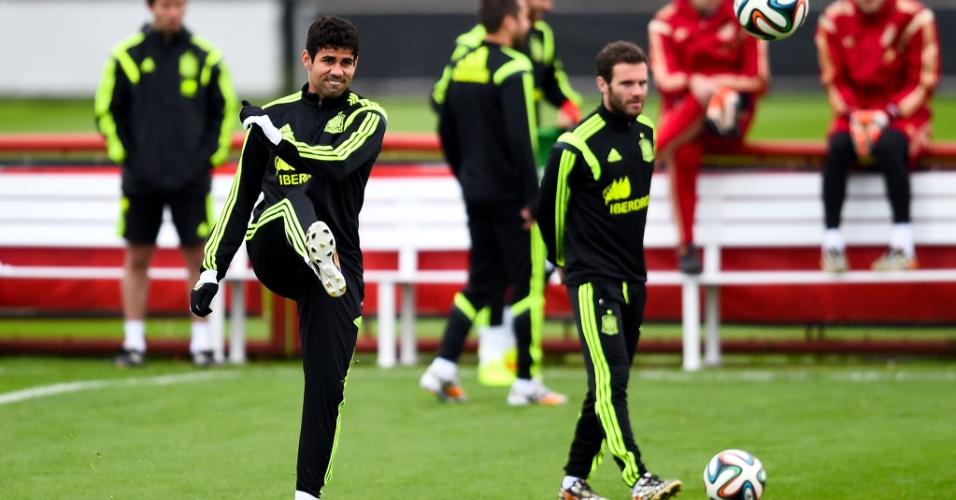 Já eliminados da Copa do Mundo, Diego Costa e outros jogadores da seleção espanhola treinam em Curitiba
