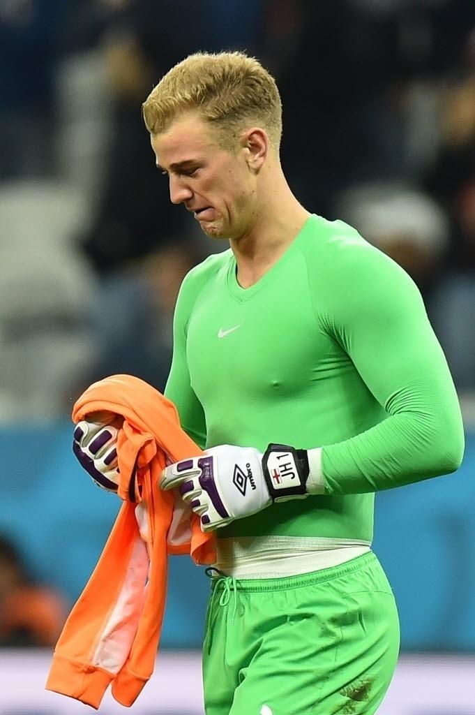 Joe Hart, goleiro da Inglaterra,chora depois da derrota para o Uruguai