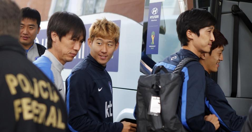 Jogadores da Coreia do Sul deixam o hotel para irem ao treinamento da equipe em Foz do Iguaçu