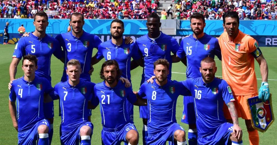Jogadores da Itália posam para foto antes do início da partida na Arena Pernambuco