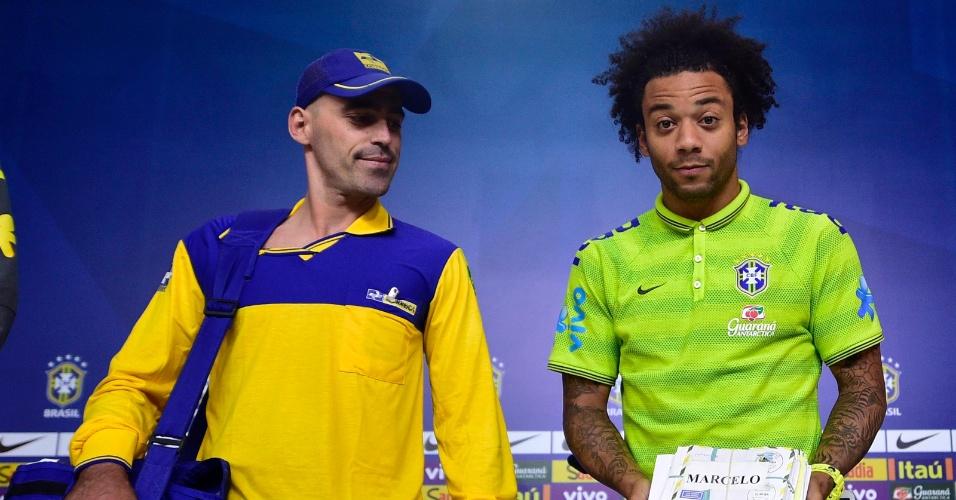 Marcelo e David Luiz recebem seis mil cartas de fãs para os jogadores da seleção brasileira