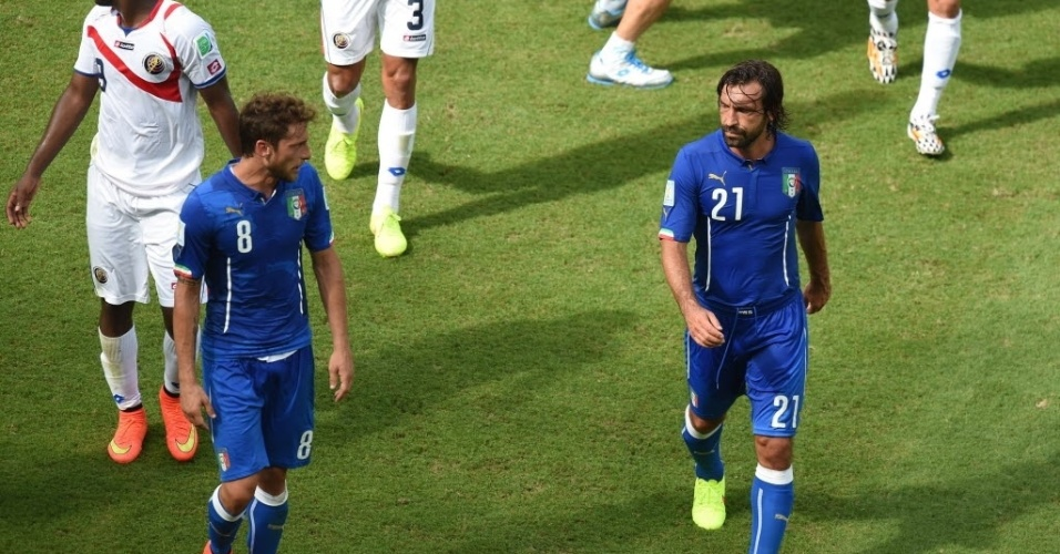 Marchisio e Pirlo em campo contra Costa Rica, na partida que eliminou a Itália da Copa