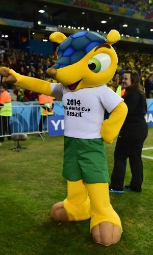 Sumido nos estádios, o Fuleco, mascote oficial da Copa, resolveu dar as caras e foi visto dentro do campo da Arena da Baixada antes do jogo entre Equador e Honduras