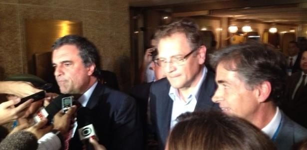 O ministro da Justiça, José Eduardo Cardozo, e o secretário-geral da Fifa, Jerôme Valcke, depois da reunião em que discutiram a segurança no Mundial