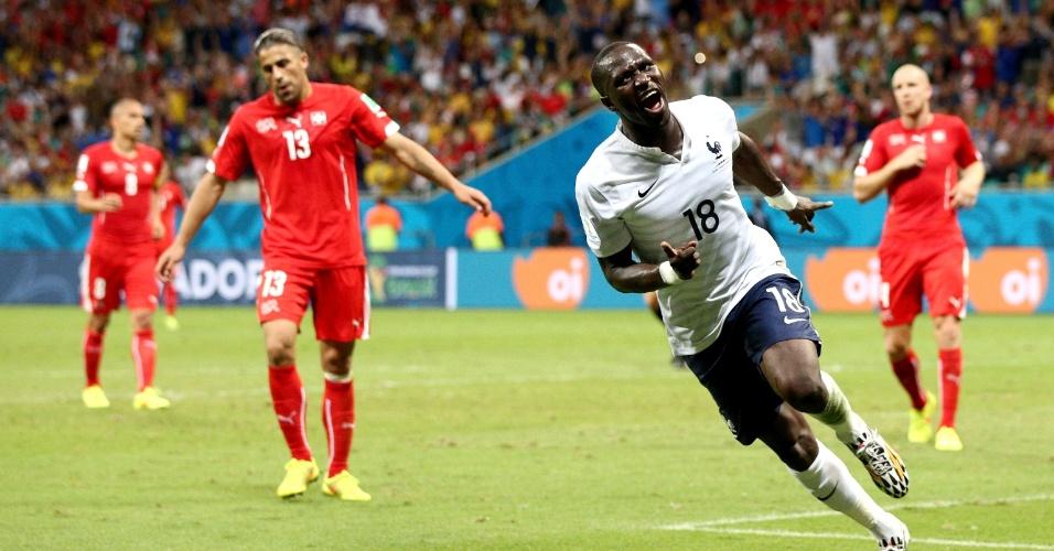 Moussa Sissoko celebra o quinto e último gol francês na vitória por 5 a 2 sobre a Suíça