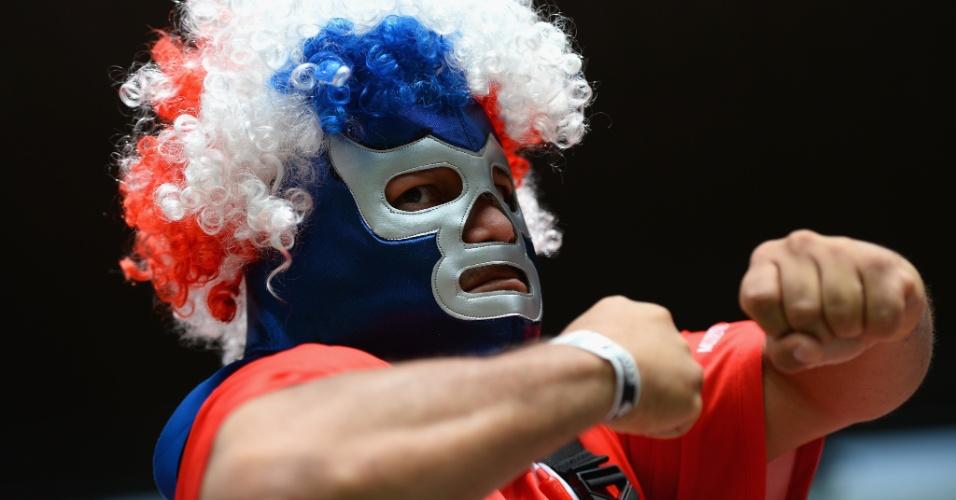 O torcedor da Costa Rica se encheu de força para comemorar a vitória sobre a Itália na Arena Pernambuco