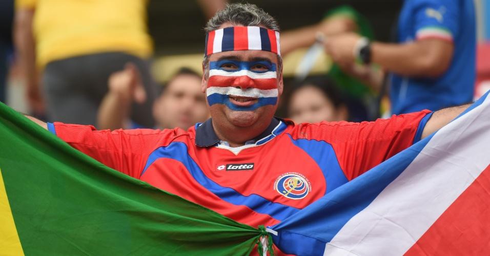 Torcedor da Costa Rica marca presença na Arena Pernambuco para o jogo contra a Costa Rica