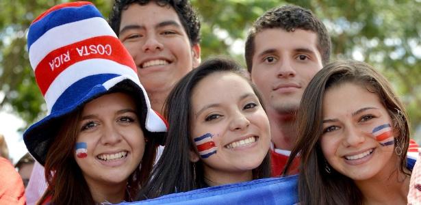 Torcedores da Costa Rica comemoram a vitória contra a Itália na última sexta-feira