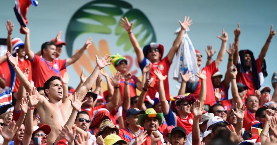 Torcedores da Costa Rica fazem a festa na Arena Pernambuco