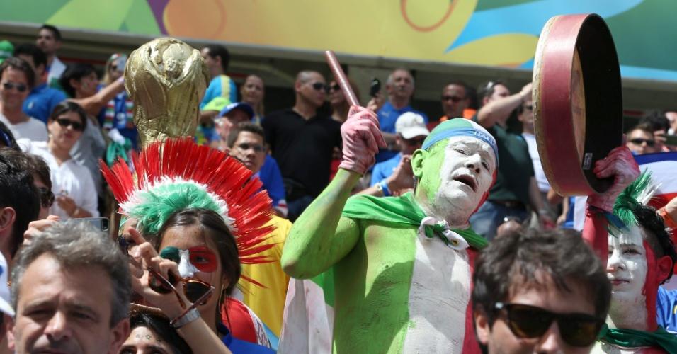 Torcedores da Itália fazem festa na Arena Pernambuco
