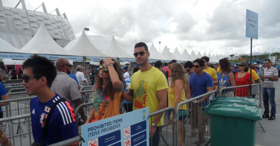 Torcedores já formam filas para entrar na Arena Pernambuco para o jogo entre Itália e Costa Rica