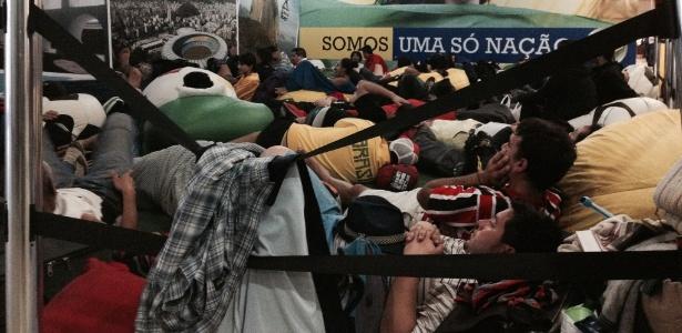 Torcedores 'sem hotel' transformam Rio em camping durante a Copa