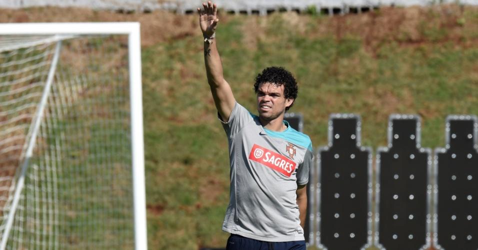 Zagueiro Pepe durante treinamento da seleção portuguesa em Campinas, nesta sexta-feira