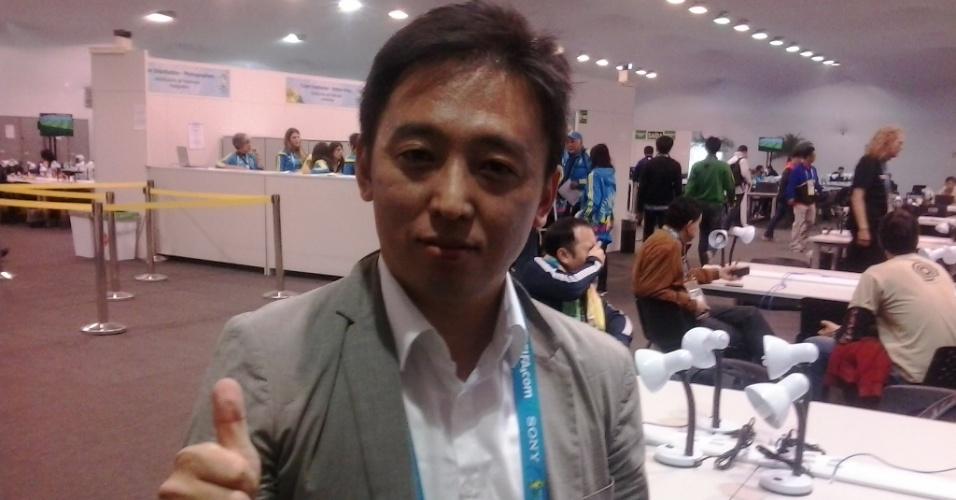 21 jun 2014 - Kim Chong, jornalista de TV sul-coreana, usa o tradutor do google para tentar comunicação