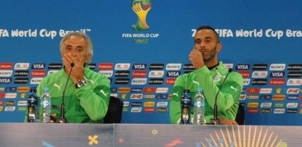 Técnico da Argélia, Vahid Halilhodzic, e o terceiro goleiro, Cedric Si Mahamed, concedem entrevista