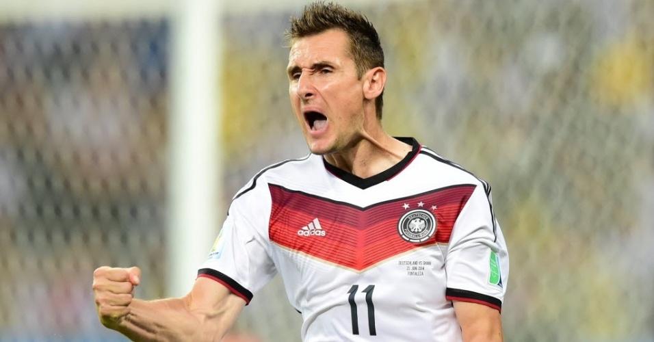 21.jun.2014 - Klose vibra muito após anotar seu 15° gols em Copas