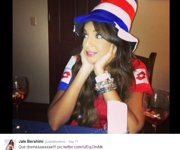 A repórter da Costa Rica Jale Berahimi está chamando a atenção, junto à seleção de seu país. Ela está no Brasil cobrindo a Copa e sua beleza chamou a atenção principalmente por seus posts no Twitter