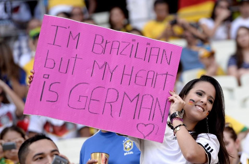 21.jun.2014 - Antes do jogo entre Alemanha e Gana, torcedora diz que é brasileira, mas tem o coração é alemão