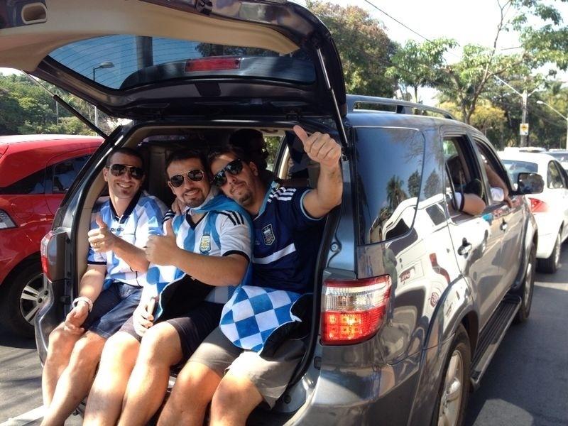 Argentinos vão ao Mineirão até em porta-malas de carros para o jogo contra o Irã