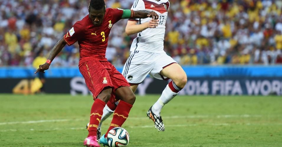 21.jun.2014 - Asamoah Gyan, de Gana, finaliza para marcar o segundo gol de sua seleção contra a Alemanha, no empate por 2 a 2