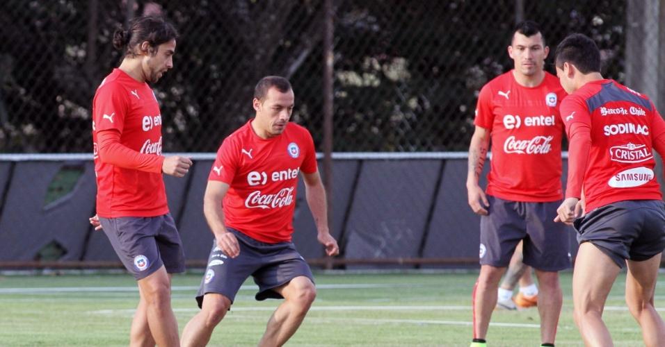 Chilenos treinam na Toca da Raposa. O Chile entra em campo contra a Holanda nesta segunda-feira