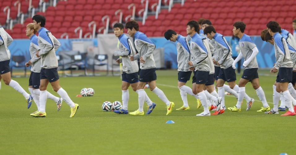 Coreia do Sul realiza treino física no estádio Beira-Rio